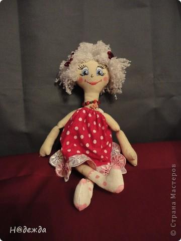 Знакомтесь это моя первая кукла для дочки зовут ее Машуля. Увидя ангелочка Машеньку от Ируси http://stranamasterov.ru/node/153000 очень захотелось сделать нечто похожее.  И вот наконец-то родилось это чудо. Имя придумывала дочка и так совпало, что назвала ее также.  И вот история Машули. Вот такая я родилась. фото 3