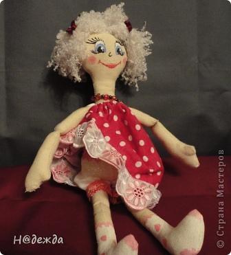 Знакомтесь это моя первая кукла для дочки зовут ее Машуля. Увидя ангелочка Машеньку от Ируси http://stranamasterov.ru/node/153000 очень захотелось сделать нечто похожее.  И вот наконец-то родилось это чудо. Имя придумывала дочка и так совпало, что назвала ее также.  И вот история Машули. Вот такая я родилась. фото 7