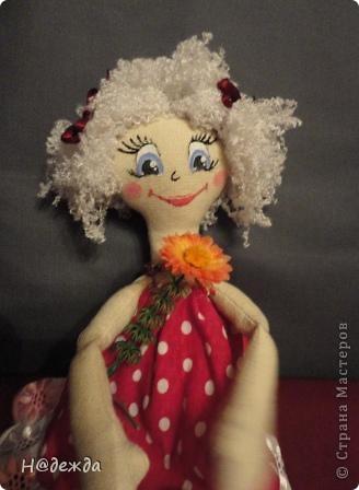 Знакомтесь это моя первая кукла для дочки зовут ее Машуля. Увидя ангелочка Машеньку от Ируси http://stranamasterov.ru/node/153000 очень захотелось сделать нечто похожее.  И вот наконец-то родилось это чудо. Имя придумывала дочка и так совпало, что назвала ее также.  И вот история Машули. Вот такая я родилась. фото 5