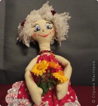 Знакомтесь это моя первая кукла для дочки зовут ее Машуля. Увидя ангелочка Машеньку от Ируси http://stranamasterov.ru/node/153000 очень захотелось сделать нечто похожее.  И вот наконец-то родилось это чудо. Имя придумывала дочка и так совпало, что назвала ее также.  И вот история Машули. Вот такая я родилась. фото 6