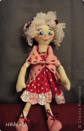 Знакомтесь это моя первая кукла для дочки зовут ее Машуля. Увидя ангелочка Машеньку от Ируси http://stranamasterov.ru/node/153000 очень захотелось сделать нечто похожее.  И вот наконец-то родилось это чудо. Имя придумывала дочка и так совпало, что назвала ее также.  И вот история Машули. Вот такая я родилась. фото 10