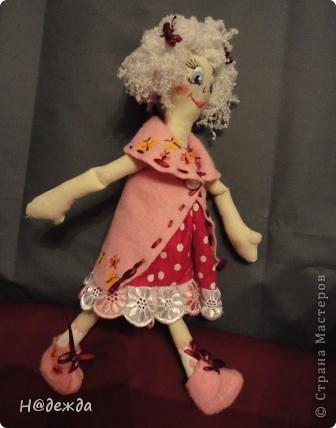 Знакомтесь это моя первая кукла для дочки зовут ее Машуля. Увидя ангелочка Машеньку от Ируси http://stranamasterov.ru/node/153000 очень захотелось сделать нечто похожее.  И вот наконец-то родилось это чудо. Имя придумывала дочка и так совпало, что назвала ее также.  И вот история Машули. Вот такая я родилась. фото 11
