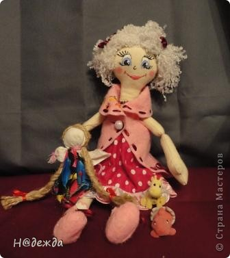 Знакомтесь это моя первая кукла для дочки зовут ее Машуля. Увидя ангелочка Машеньку от Ируси http://stranamasterov.ru/node/153000 очень захотелось сделать нечто похожее.  И вот наконец-то родилось это чудо. Имя придумывала дочка и так совпало, что назвала ее также.  И вот история Машули. Вот такая я родилась. фото 17