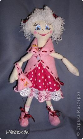 Знакомтесь это моя первая кукла для дочки зовут ее Машуля. Увидя ангелочка Машеньку от Ируси http://stranamasterov.ru/node/153000 очень захотелось сделать нечто похожее.  И вот наконец-то родилось это чудо. Имя придумывала дочка и так совпало, что назвала ее также.  И вот история Машули. Вот такая я родилась. фото 12