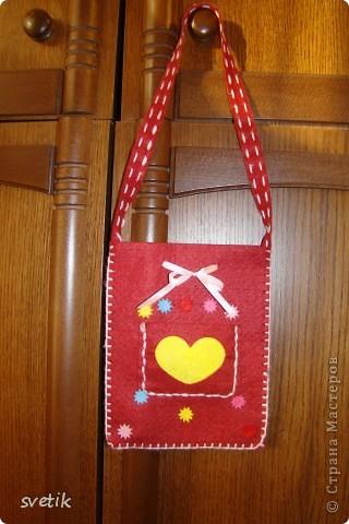 Один мальчик подарил Ангелинке на 8 марта этот набор. В оригинале  это- кошелек, но мы сделали сумочку фото 1