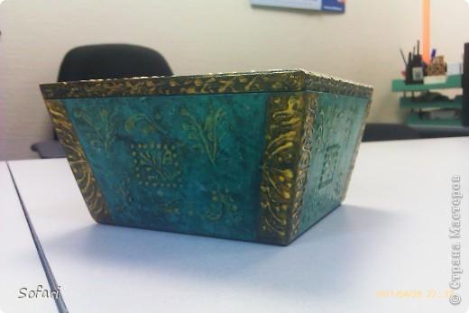 Буквально перед майскими праздниками проводила я мастер-класс  по созданию такой вот коробочки.  даже не знаю как ее назвать, мне больше нравится конфетница. Эту работу я делала специально перед занятием как образец.  фото 6