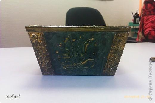 Буквально перед майскими праздниками проводила я мастер-класс  по созданию такой вот коробочки.  даже не знаю как ее назвать, мне больше нравится конфетница. Эту работу я делала специально перед занятием как образец.  фото 7