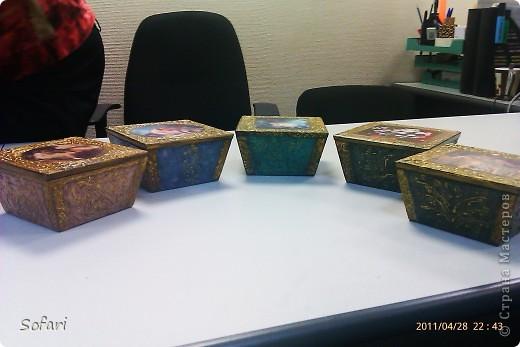 Буквально перед майскими праздниками проводила я мастер-класс  по созданию такой вот коробочки.  даже не знаю как ее назвать, мне больше нравится конфетница. Эту работу я делала специально перед занятием как образец.  фото 3