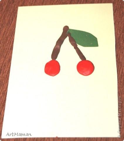 Делали с деткой в 1 г. 3 мес. Я нарисовала веточку. Давала детке шарики (рябинки) - она их лепила, куда хотела. Потом вместе порвали бумажное полотенце. Детка намазала, где смогла, клеем (где-то мама помогла). И посыпали оборванными кусочками. Красота! фото 6