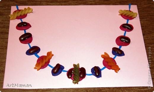 Делали с деткой в 1 г. 3 мес. Я нарисовала веточку. Давала детке шарики (рябинки) - она их лепила, куда хотела. Потом вместе порвали бумажное полотенце. Детка намазала, где смогла, клеем (где-то мама помогла). И посыпали оборванными кусочками. Красота! фото 7