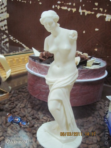 Харьков стал десятым, юбилейным городом, принимающим музей шоколада. Экспозиция шоколадных миниатюр, специально изготавливается для каждого города эксклюзивно. Вкусная экспозиция состоит из пятидесяти эксклюзивных фигурок, сделанных вручную. Среди них и Эйфелева башня, и компьютерная мышь, и футбольный мяч - они не продаются. фото 6