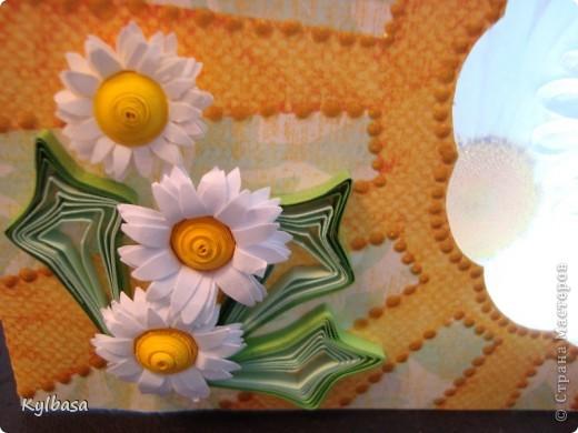 """На идею открытки натолкнул имеющийся материал - скрап бумага с рисунком солнышка и кусочек """"ромашковой"""" кальки - веллума. Получилось вот такое настроение. фото 6"""