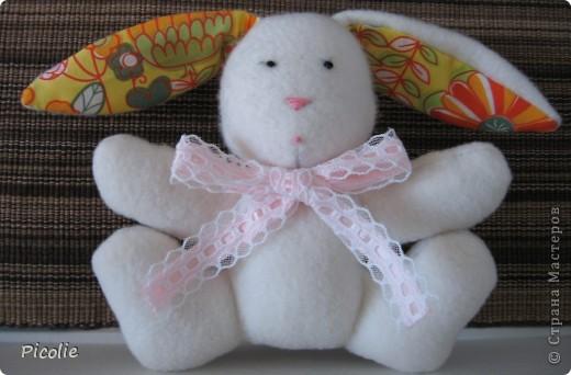 Вот такой пошился зайка. Спасибо Кате за прекрасный МК! Вот здесь http://www.katjushik.ru/categories/toys/animals/page/4 фото 1