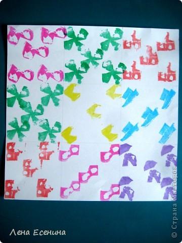 Самостоятельная работа 6-летки. Шпампование в стиле адинкра (adinkra). Адинкра - западноафриканское искусство шпамповки на ткани. Дети имитировали это искусство шпамповкой на бумаге. Шпампики выполняли сами из сырого картофеля при помощи пластиковых ножей.  На уроке я рассказала об этой технике, познакомив детей с Ганой - страной, где особенно популярна адинкра.  фото 1
