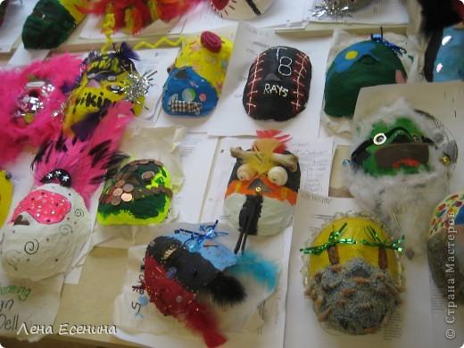Маски в различных техниках и из различных материалов. Работы учеников начальной школы США (педагог не я). фото 1