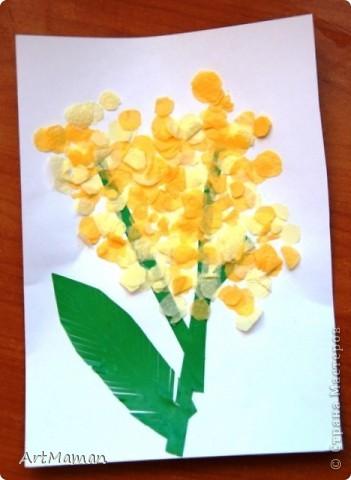 Делали с деткой (в 1 г. 7 мес.) в подарок бабушке к 8 Марта. Мимозу вырезала из бумажных салфеток 2 цветов (как конфетти). Потом намазали клеем место будущей мимозы и посыпали кружочками. Дочь еще ладошкой постучала, для верности.  фото 1