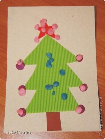 Делали с деткой в 1 г. 3 мес. Я нарисовала веточку. Давала детке шарики (рябинки) - она их лепила, куда хотела. Потом вместе порвали бумажное полотенце. Детка намазала, где смогла, клеем (где-то мама помогла). И посыпали оборванными кусочками. Красота! фото 9