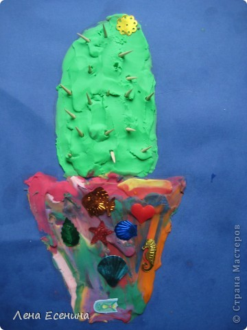 Сначала пайетки девочки решили использовать как цветочек, но потом украсили  вазы - чтоб блестело побольше. :) Иглы - кусочки деревянных зубочисток. Работа дочки (на то время 5 лет). фото 1