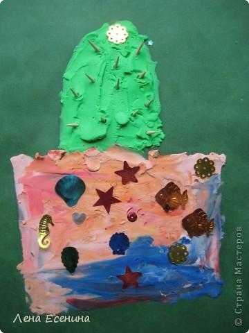 Сначала пайетки девочки решили использовать как цветочек, но потом украсили  вазы - чтоб блестело побольше. :) Иглы - кусочки деревянных зубочисток. Работа дочки (на то время 5 лет). фото 2