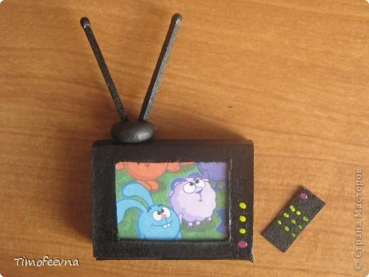 """Мой сын Миша справедливо заметил, что в нашем <a href=""""http://stranamasterov.ru/node/176652"""">домике для пупсиков</a>  нет телевизора. В чём проблема? Будет!  фото 10"""