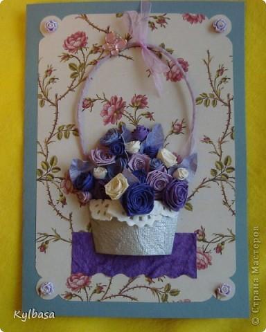 Несмотря на отсутствие в природе фиолетовых и лиловых роз ,мне очень захотелось сделать такой вот подарочный букет-корзинку. фото 1