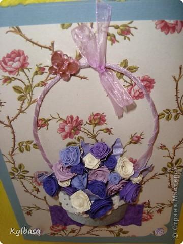 Несмотря на отсутствие в природе фиолетовых и лиловых роз ,мне очень захотелось сделать такой вот подарочный букет-корзинку. фото 4