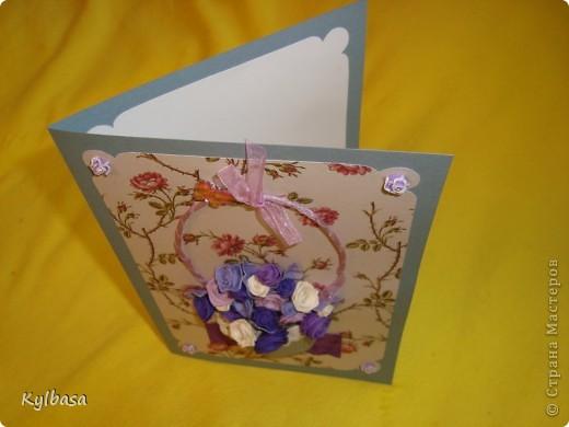 Несмотря на отсутствие в природе фиолетовых и лиловых роз ,мне очень захотелось сделать такой вот подарочный букет-корзинку. фото 5
