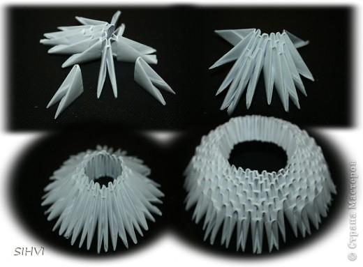Эта увлекательная техника — создание объёмных фигур из треугольных модулей оригами — придумана в Китае. Целая фигура собирается из множества одинаковых частей (модулей). Каждый модуль складывается по правилам классического оригами из одного листа бумаги, а затем модули соединяются путем вкладывания их друг в друга. Появляющаяся при этом сила трения не даёт конструкции распасться. Поэтому собрать такого лебедя можно без клея (если вы не собираетесь его использовать как игрушку).   Чтобы собрать лебедя понадобится довольно много модулей. Поэтому, его легче мастерить большой компанией. Также, этот вид творчества отлично подходит для коллективных работ в школе. Можно экспериментировать с разными видами бумаги. Подходит офисная бумага разных цветов, мелованная цветная бумага. Иногда складывают такие фигурки из журнальных вырезок и фантиков. Плохо подходит школьная цветная бумага, т. к. она слишком тонкая, рыхлая, ломается и рвётся на сгибах.  фото 8