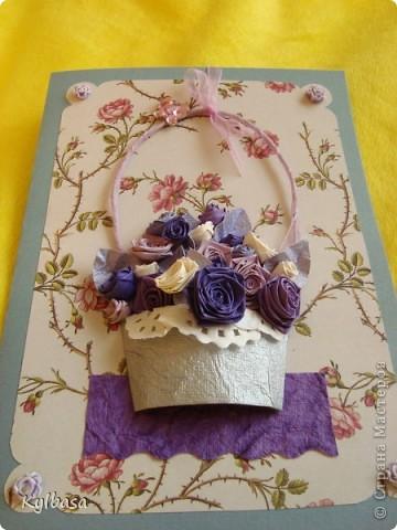 Несмотря на отсутствие в природе фиолетовых и лиловых роз ,мне очень захотелось сделать такой вот подарочный букет-корзинку. фото 6