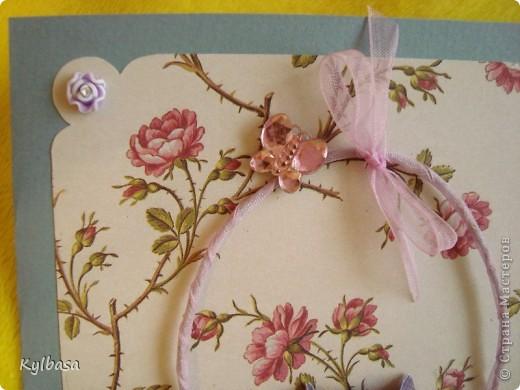 Несмотря на отсутствие в природе фиолетовых и лиловых роз ,мне очень захотелось сделать такой вот подарочный букет-корзинку. фото 7