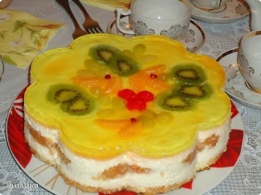 Торт суфле, сверху залит желе с фруктами. фото 1