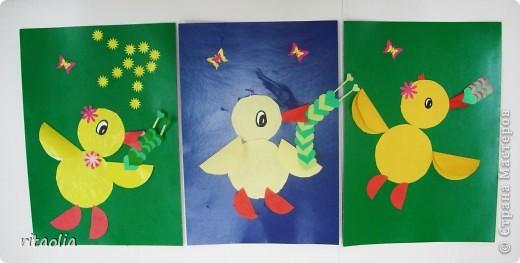 Петушки выполнены из гофрированной бумаги. фото 2
