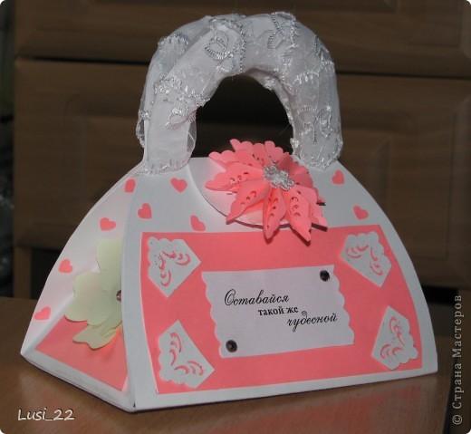 Вот такая придумалась сумочка. Шаблончик можно взять здесь http://stranamasterov.ru/node/83083 фото 2