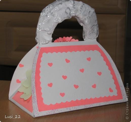 Вот такая придумалась сумочка. Шаблончик можно взять здесь http://stranamasterov.ru/node/83083 фото 3