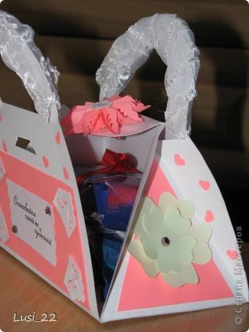 Вот такая придумалась сумочка. Шаблончик можно взять здесь http://stranamasterov.ru/node/83083 фото 7