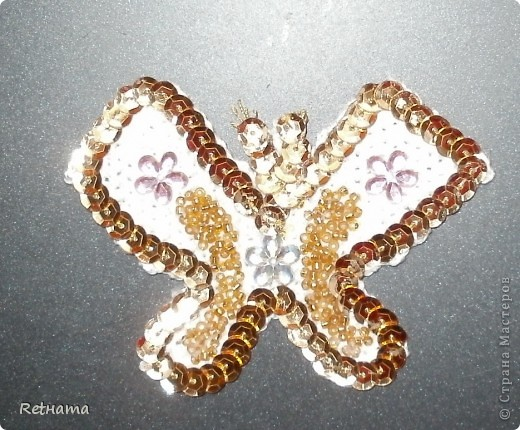 Связала  крючком основу-бабочку, паеточную тесьму и бисер приклеила на клей ПВА. фото 1