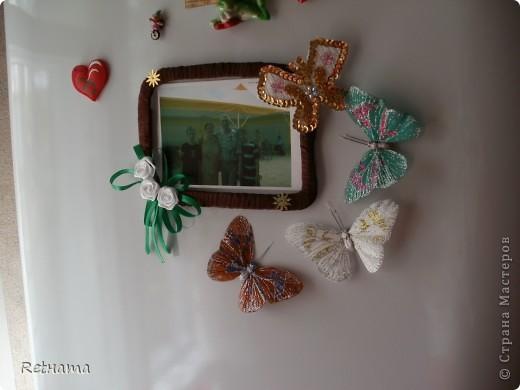 Связала  крючком основу-бабочку, паеточную тесьму и бисер приклеила на клей ПВА. фото 3
