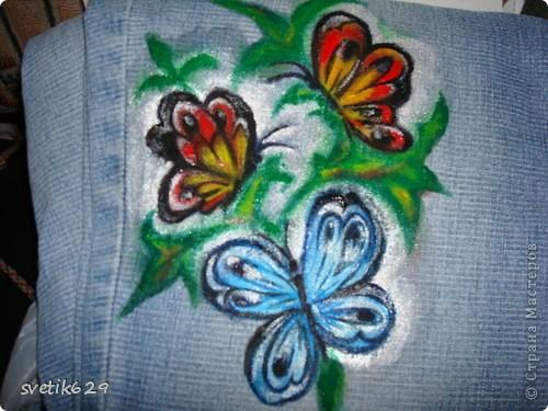 Посадила пятнышко и не могла его отстирать решила закрасить) Так-как джинсы любимые ,рисовала акриловыми красками по ткани. фото 5