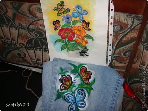 Посадила пятнышко и не могла его отстирать решила закрасить) Так-как джинсы любимые ,рисовала акриловыми красками по ткани. фото 3