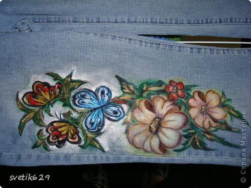 Посадила пятнышко и не могла его отстирать решила закрасить) Так-как джинсы любимые ,рисовала акриловыми красками по ткани. фото 4
