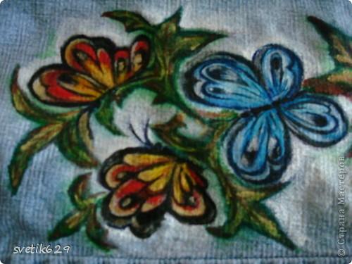 Посадила пятнышко и не могла его отстирать решила закрасить) Так-как джинсы любимые ,рисовала акриловыми красками по ткани. фото 2