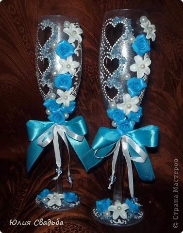 Невеста заказала в голубом цвете.