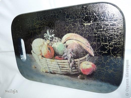 На загрунтованную досочку приклеила рисовую карту, фон дорисовала акриловыми красками, затем использовала двухшаговую кракелюрную пару solo goya немецкой фирмы C.Kreul. фото 2