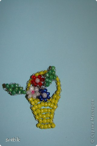 Дело было вечером, делать было нечего...Получилась у Ангелинки такая вот корзиночка с цветочками к празднику... Марина, спасибо за схемку. Наконец-то сделали))) фото 1