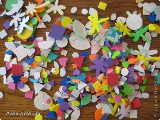 Страница из книги Foam Book by Chicken Socks. Пористая резина (foam) - замечательный материал, дающий бесконечные возможности для творчества. Я нахожу его очень удобным для творческих занятий с совсем маленькими детьми - 1.5-3 лет, так как ручкам работать с объемными материалами проще... фото 2