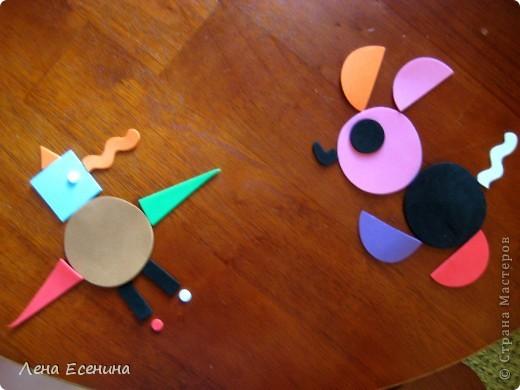 Страница из книги Foam Book by Chicken Socks. Пористая резина (foam) - замечательный материал, дающий бесконечные возможности для творчества. Я нахожу его очень удобным для творческих занятий с совсем маленькими детьми - 1.5-3 лет, так как ручкам работать с объемными материалами проще... фото 6