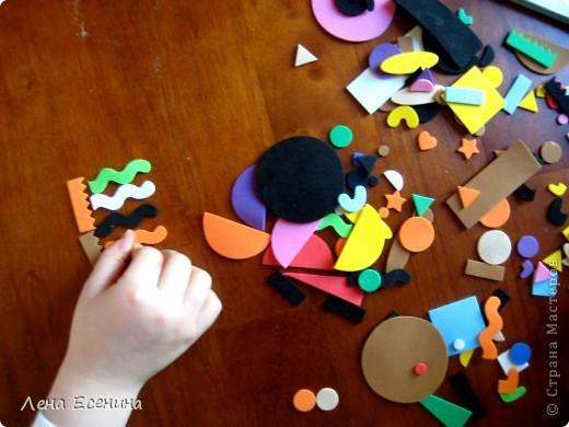 Страница из книги Foam Book by Chicken Socks. Пористая резина (foam) - замечательный материал, дающий бесконечные возможности для творчества. Я нахожу его очень удобным для творческих занятий с совсем маленькими детьми - 1.5-3 лет, так как ручкам работать с объемными материалами проще... фото 11