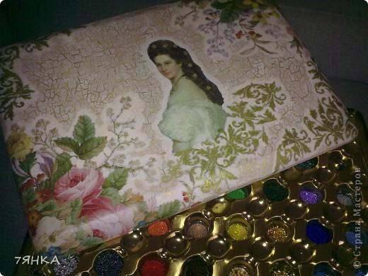 Вот  такая огромная коробка от конфет превратилась в шкатулку для бисера. фото 1