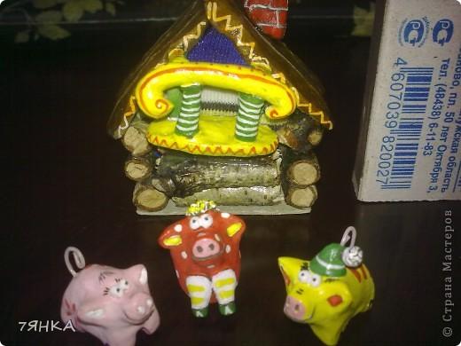 Есть у меня миниатюрная сказочная коллекция и глины. И жила она в простой жестяной коробке от конфет. Теперь и коробка тоже будет сказочная. фото 5