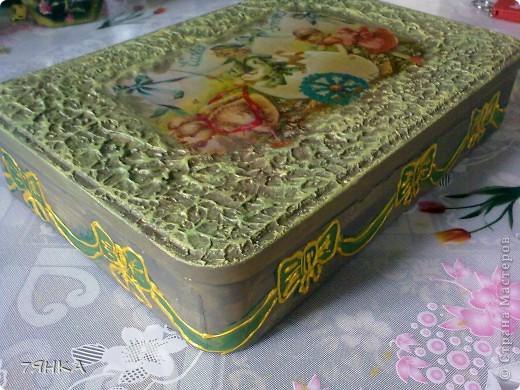 Есть у меня миниатюрная сказочная коллекция и глины. И жила она в простой жестяной коробке от конфет. Теперь и коробка тоже будет сказочная. фото 4